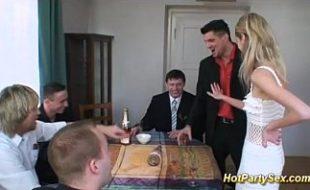 Bêbados ficam loucões e atacam a mulher do corno