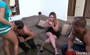 Orgia na piscina do Hotel com duas loiras novinhas