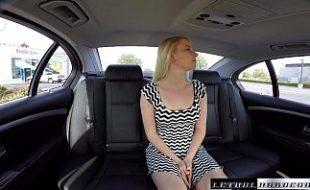 Loirinha tímida fodendo com seu motorista particular