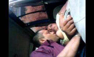 Amadora fodendo com o motorista depois de deixar o filho na escola