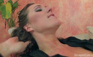 Lésbicas Vadias brincando com a Pica de borracha na xoxota