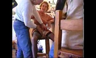 Sexo safado entre dois coroas na cozinha de casa