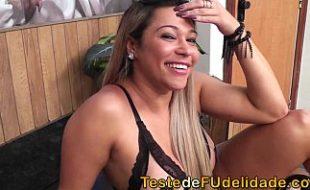 Monique Lopes pagando boquete