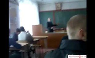 brincadeiras de estudantes em sala de aula
