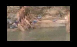Flagrante na praia boquete gostoso de casal tarado