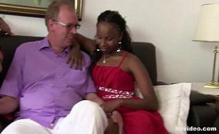 Mulata sarada rebola gostoso no pau do marido