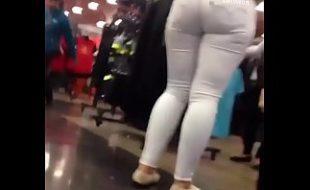 Filmando gostosa da calça colada no shopping